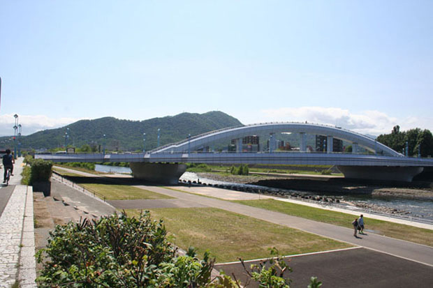View of Horohira Bridge over the Toyohira river. Photo by Janet Lilo.